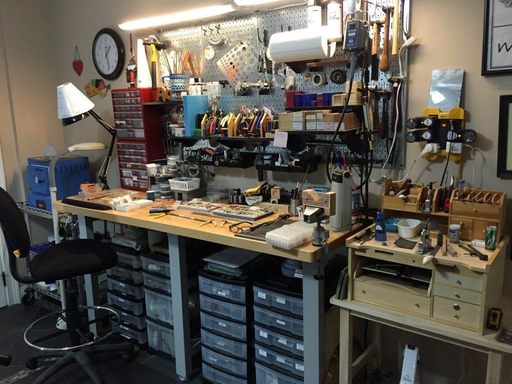Studio-jewelry bench